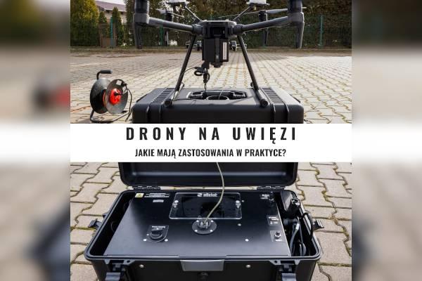 Usługi dronem na uwięzi. Dron DJI Matrice 210 RTK podłączony do inteligentnej skrzyni firmy Elistair